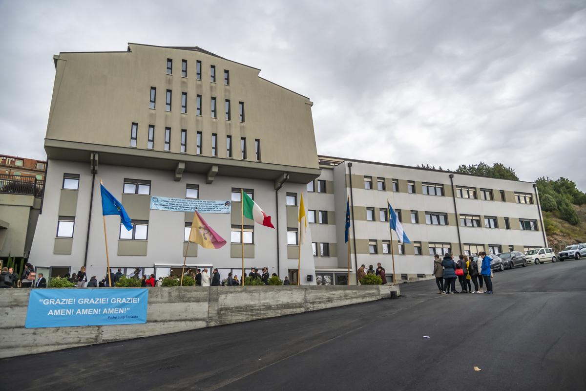 All'Oasi di Troina in arrivo 19 medici dell'Esercito: sono 70 i contagiati