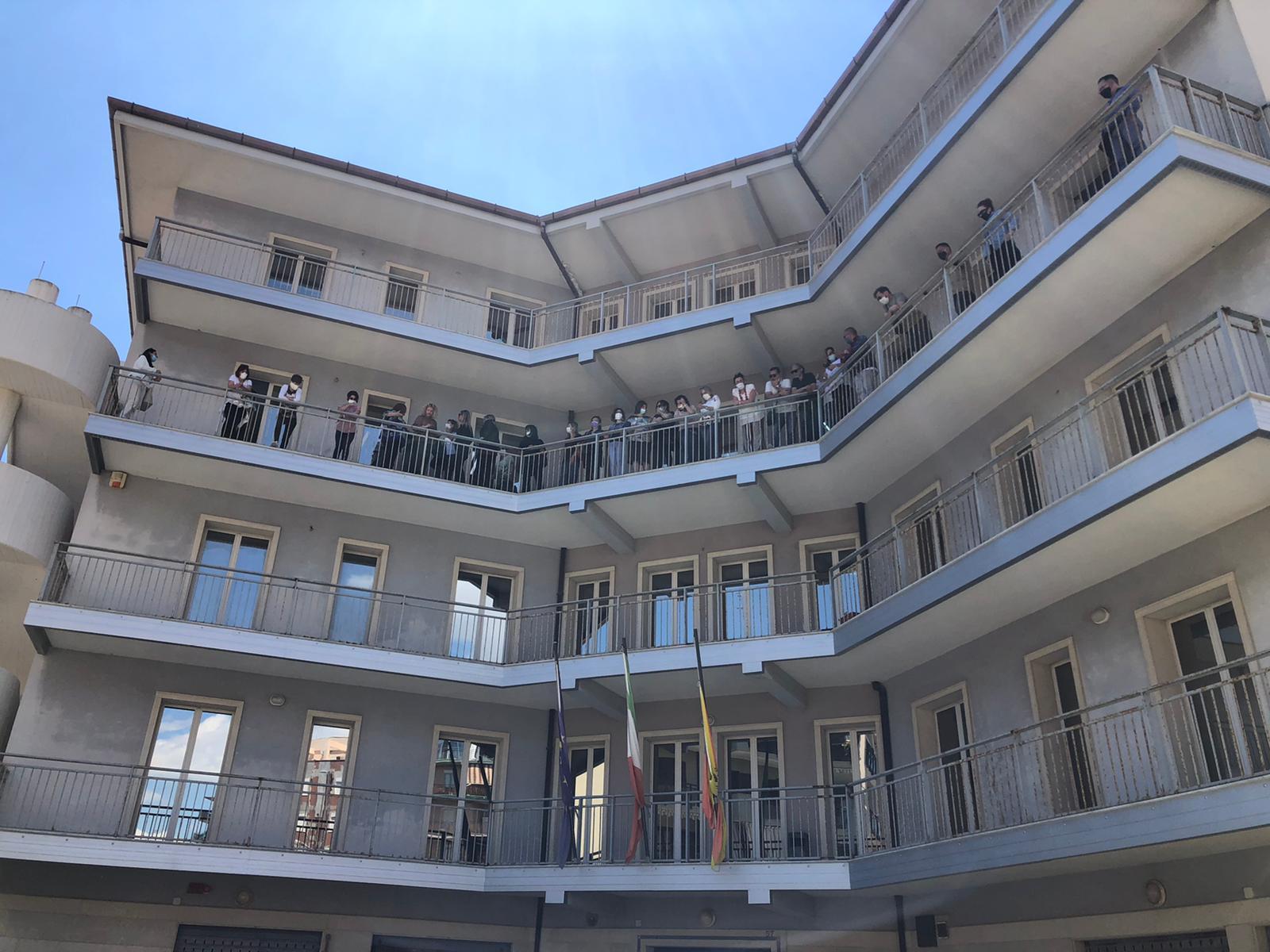 Siracusa, cinquanta lavoratori occupano l'Ufficio Tributi contro i tagli
