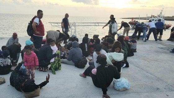 Migranti, assegnato il porto di Taranto all'Ocean Viking: a bordo 176 persone