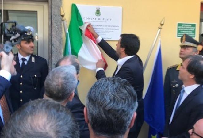 Salvini consegna alla Diocesi di Locri un immobile confiscato alla 'ndrangheta