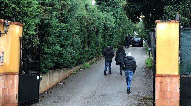 Palermo, uccide a coltellate il marito che dorme e poi chiama il 118