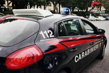 Omicidio ad Aversa, ucciso a colpi di pistola dentro un'auto parcheggiata