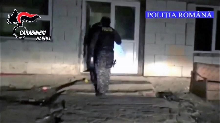 Omicidio in un campo rom a Napoli, due arresti in Romania