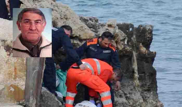Anziano spinto giù dagli scogli muore, forse durante rapina