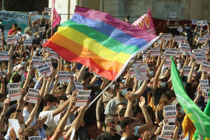 Giornata contro l'omofobia, Mattarella: nessuna intolleranza