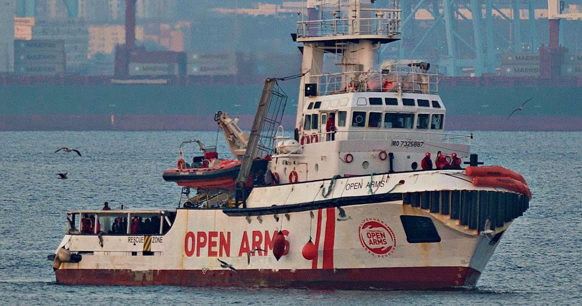 Migranti, Open Arms: entreremo in Italia se avremo problemi a bordo