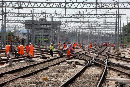 Operaio 56enne morto folgorato. Tragedia in un cantiere ferroviario
