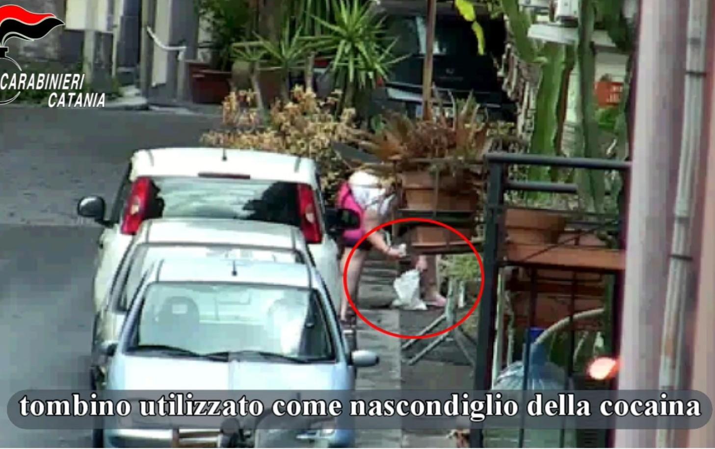 Bimbi di 10 anni utilizzati per spacciare, 20 arresti a Catania
