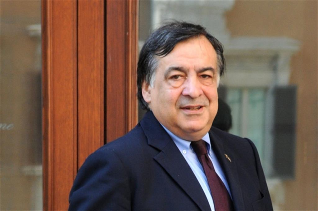 Il sindaco di Palermo firma ordinanza anti - botti: multe fino a 500 euro