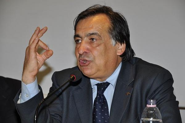 """Il sindaco di Palermo arrabbiato: """"Bando pubblico per avere la squadra"""""""