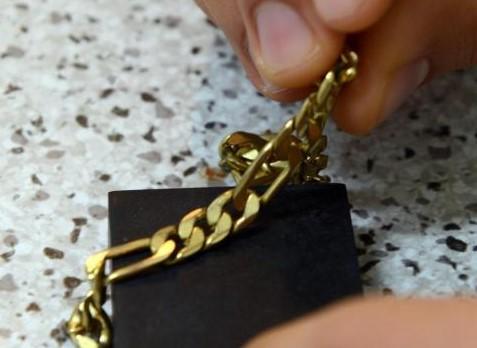 Arrestata una banda di catanesi a Enna, rapinavano oro alle donne