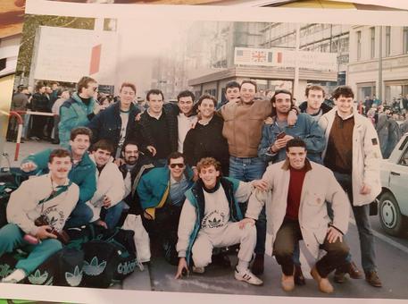 Fu la Pallamano Ortigia Siracusa il primo club sportivo  ad attraversare il Muro di Berlino verso est 30 anni fa