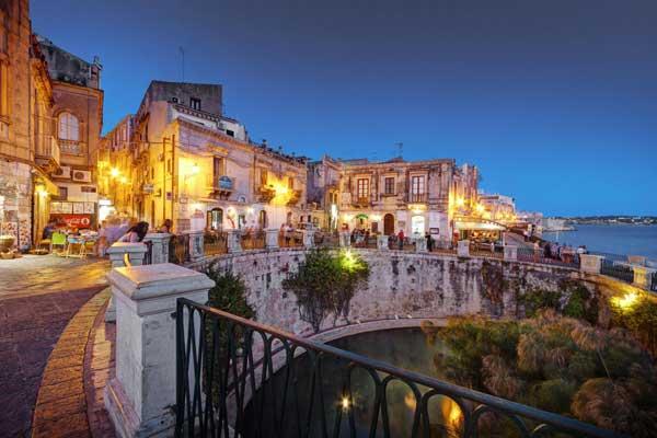 Siracusa, giro di vite a Ortigia: sospesa per 20 giorni la licenza a un pub-pizzeria