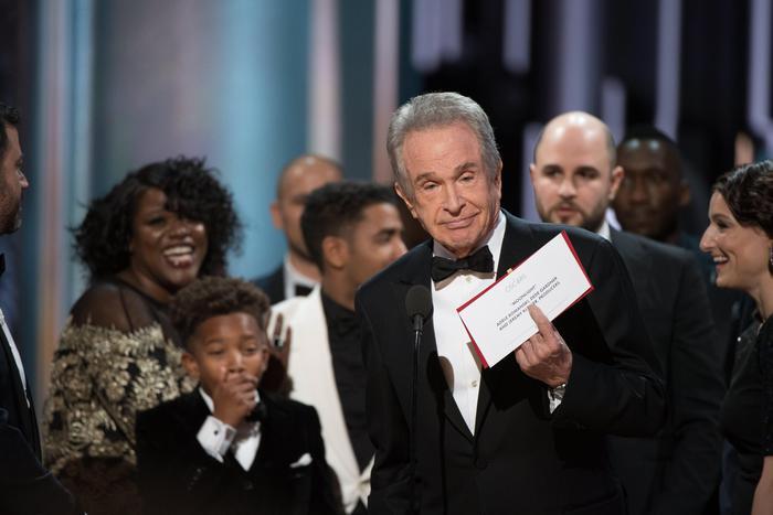 Oscar 2017, 'vince La La Land' ma la busta è sbagliata