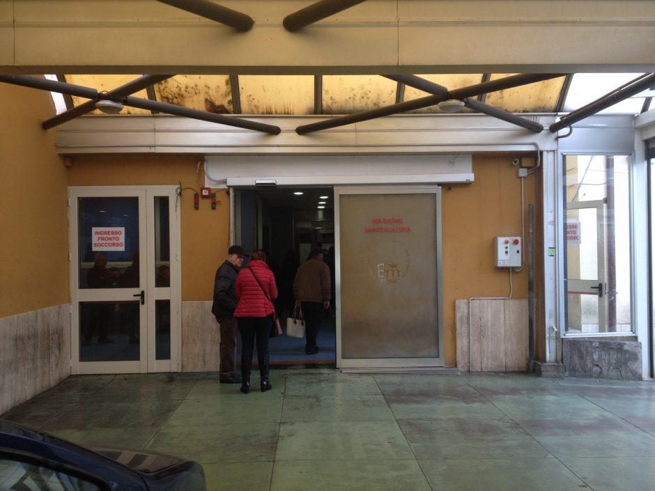 Catania, pregiudicato ferito con una coltellata alla testa