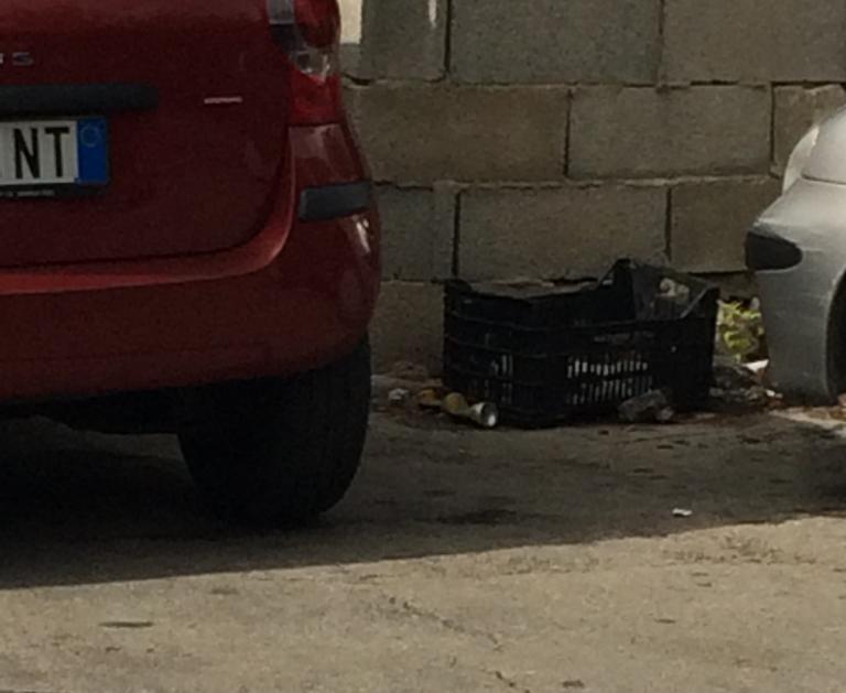 """Modica, parcheggio accanto all'ospedale: l'Asp """"dimentica"""" di pulire"""
