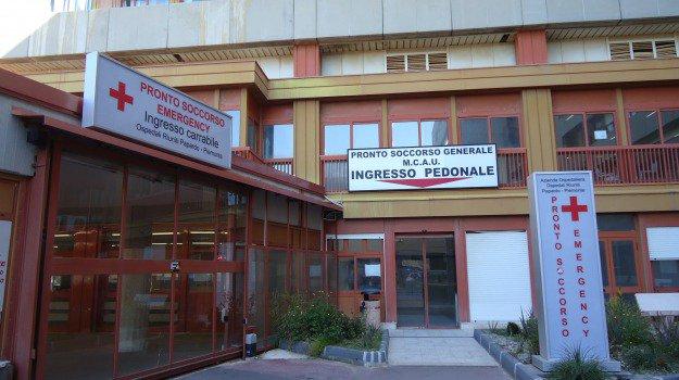 Messina, i familiari denunciano: mancano i fisioterapisti al 'Papardo'