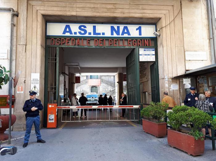 Napoli come nel Far West: killer entra in ospedale, spara quattro colpi e  poi fugge