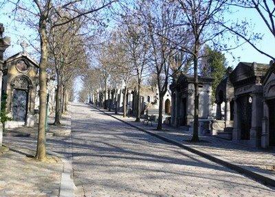 Vendita di loculi nel cimitero di Potenza, tre persone arrestate