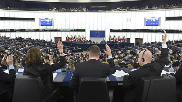 Molestie anche nel Parlamento Europeo, Tajani: inaccettabile