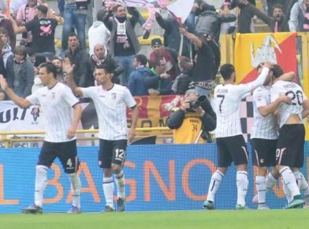 Il Palermo tira un sospiro di sollievo: vince a Bologna con un gol di Vazquez al 24' del primo tempo