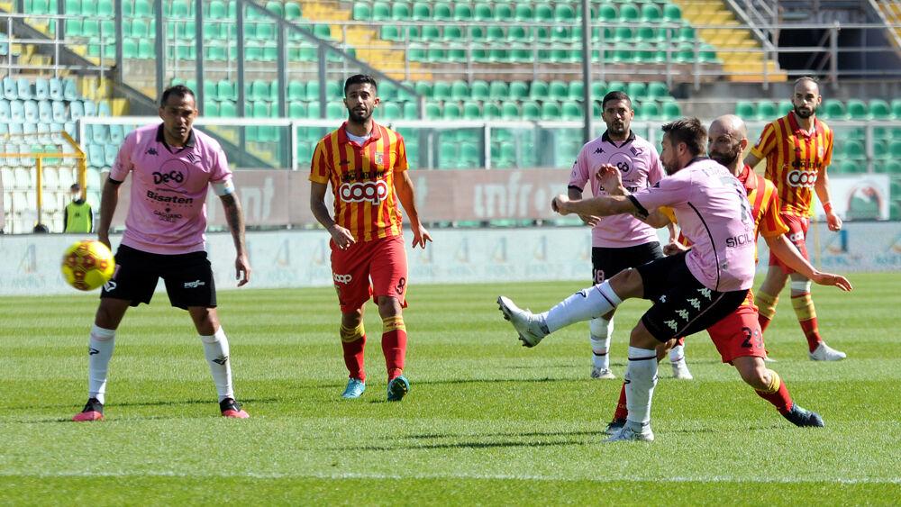 Maledizione del lunch match per il Palermo: il Catanzaro passa al 'Barbera' (1-2)