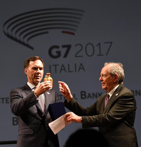 Presidenza del G7, a Bari Padoan passa il testimone a Morneau