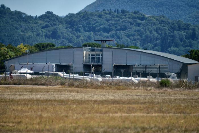Siciliano si toglie la vita in un hangar dell'aeroporto di Padova