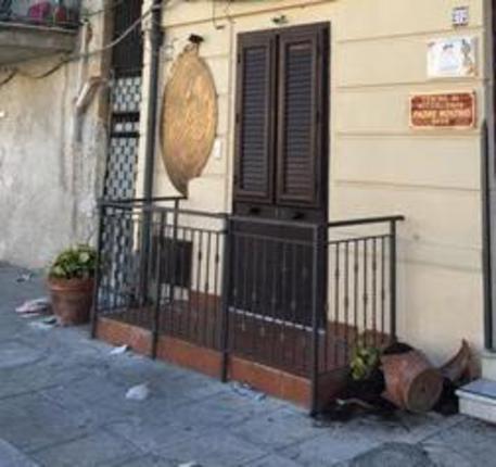 """Atto vandalico al Centro Padre Nostro di Palermo, """"Caro Stato ti scrivo..."""""""