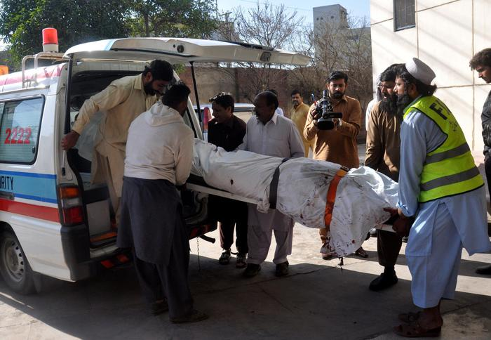 Scontro bus - camion in Pakistan: 26 morti