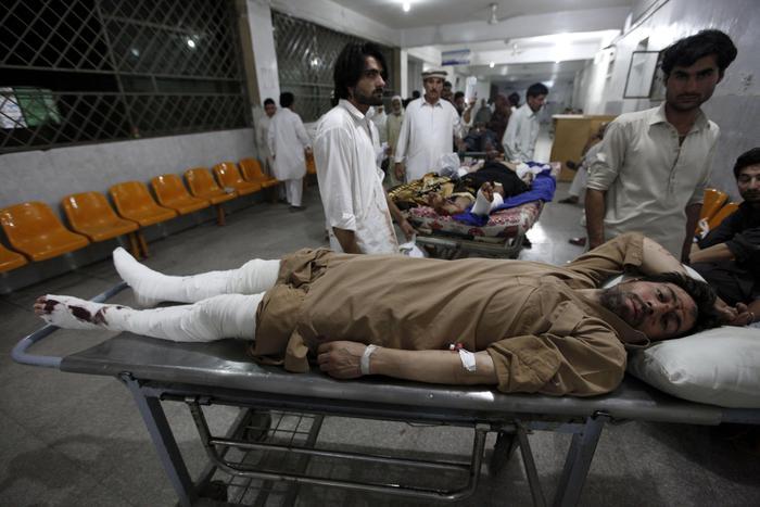 Esplode autocisterna in Pakistan: 123 morti