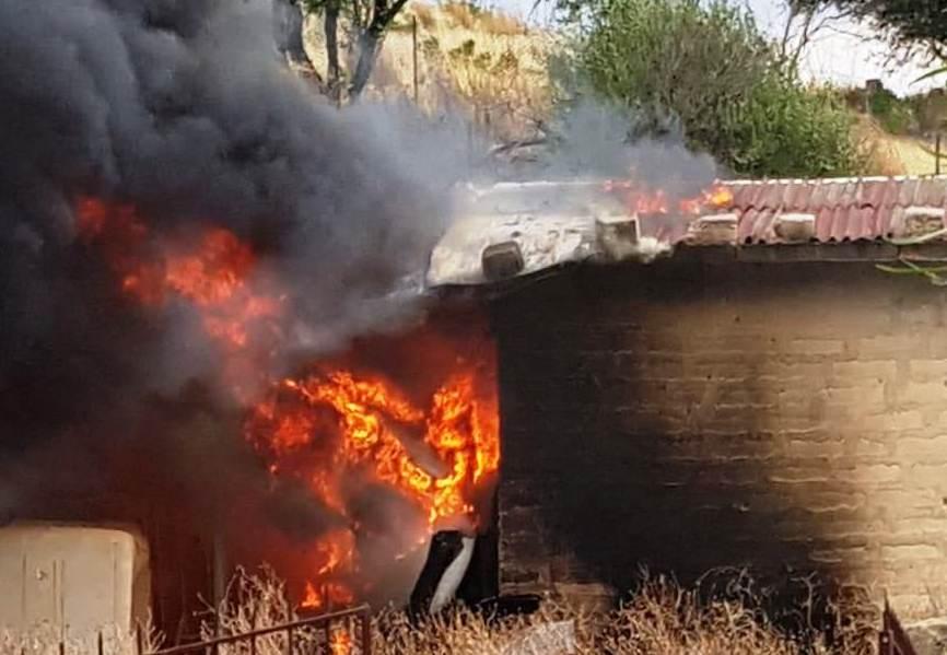 Brucia sterpaglie e rischia esplosione bombola: arrestato a Palagonia