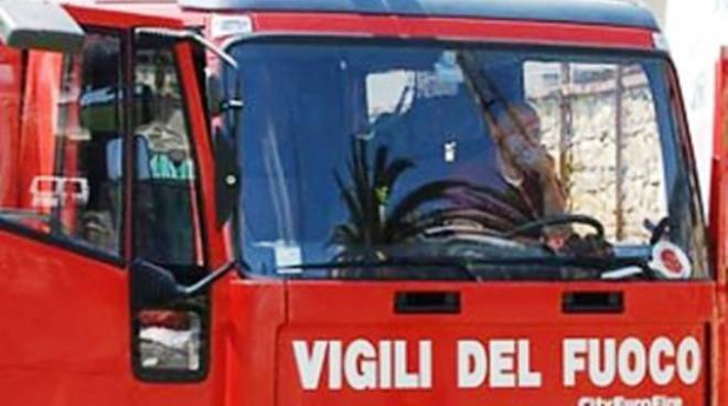 Siracusa, ciclomotore in fiamme a Piazza San Giovanni
