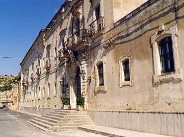 Modica, Palazzo dei Mercedari ancora chiuso: il Pd chiede chiarimenti
