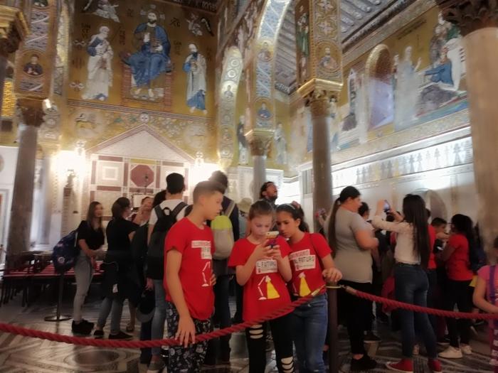 Palermo, mamme a bambini dello Zen in visita a Palazzo dei Normanni