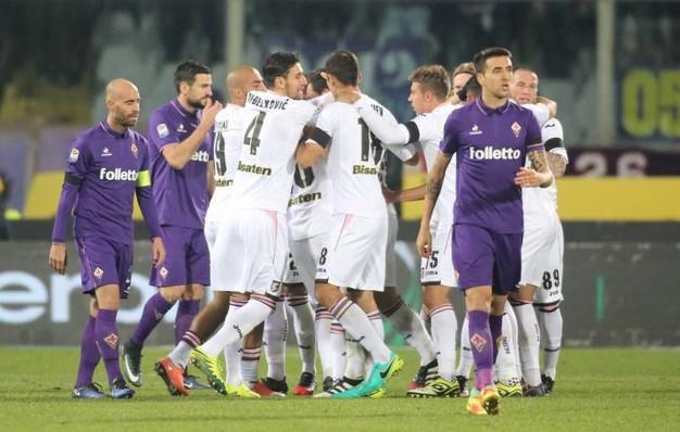 Il Palermo nel finale incassa la beffa: la Fiorentina vince 2-1