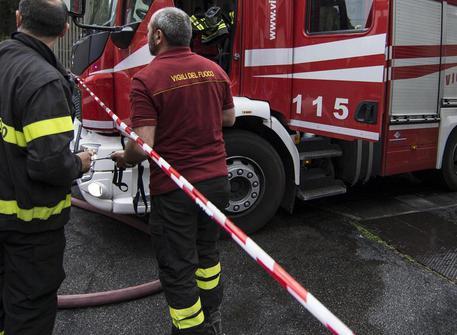 Palermo, appartamento in fiamme: due persone intossicate
