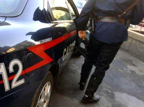 Palermo, si denuda e distrugge cassetta posta vicino: arrestato