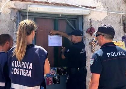 Minaccia agenti durante un controllo a Palermo, denunciato ambulante abusivo