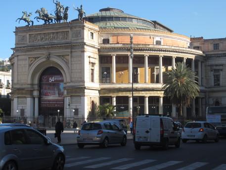 Concerto del Trio Stamiz e visita guidata al Politeama di Palermo