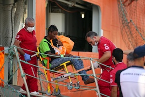 I porti di mezza Sicilia invasi dai migranti, quasi mille arrivati a Palermo