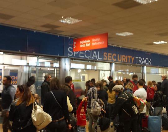 Fumo all'aeroporto di Palermo, paura tra i passeggeri agli imbarchi