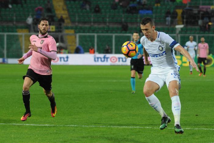 """Palermo, nono  ko al """"Barbera"""": all'Inter basta un gol di Joao Mario e qualche minuto di buon calcio"""