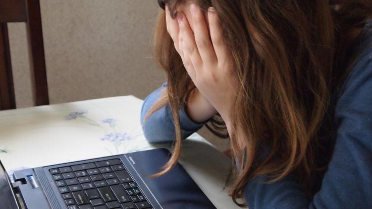 Palermo, mette il numero di una coetanea 14enne su un sito hard