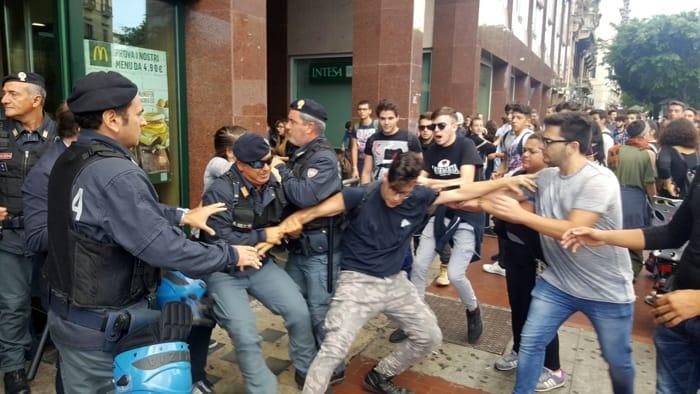Politiche del governo, scontri a Palermo tra studenti e polizia