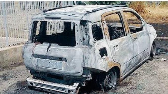 Trovata incendiata a Ispica auto rubata ad una donna a Rosolini