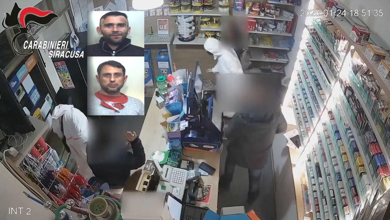 Assaltano una tabaccheria nel centro di Melilli: vengono catturati