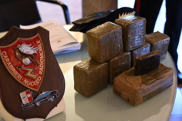 Beccati mentre acquistano 10 chili di droga, sei arresti a Palermo