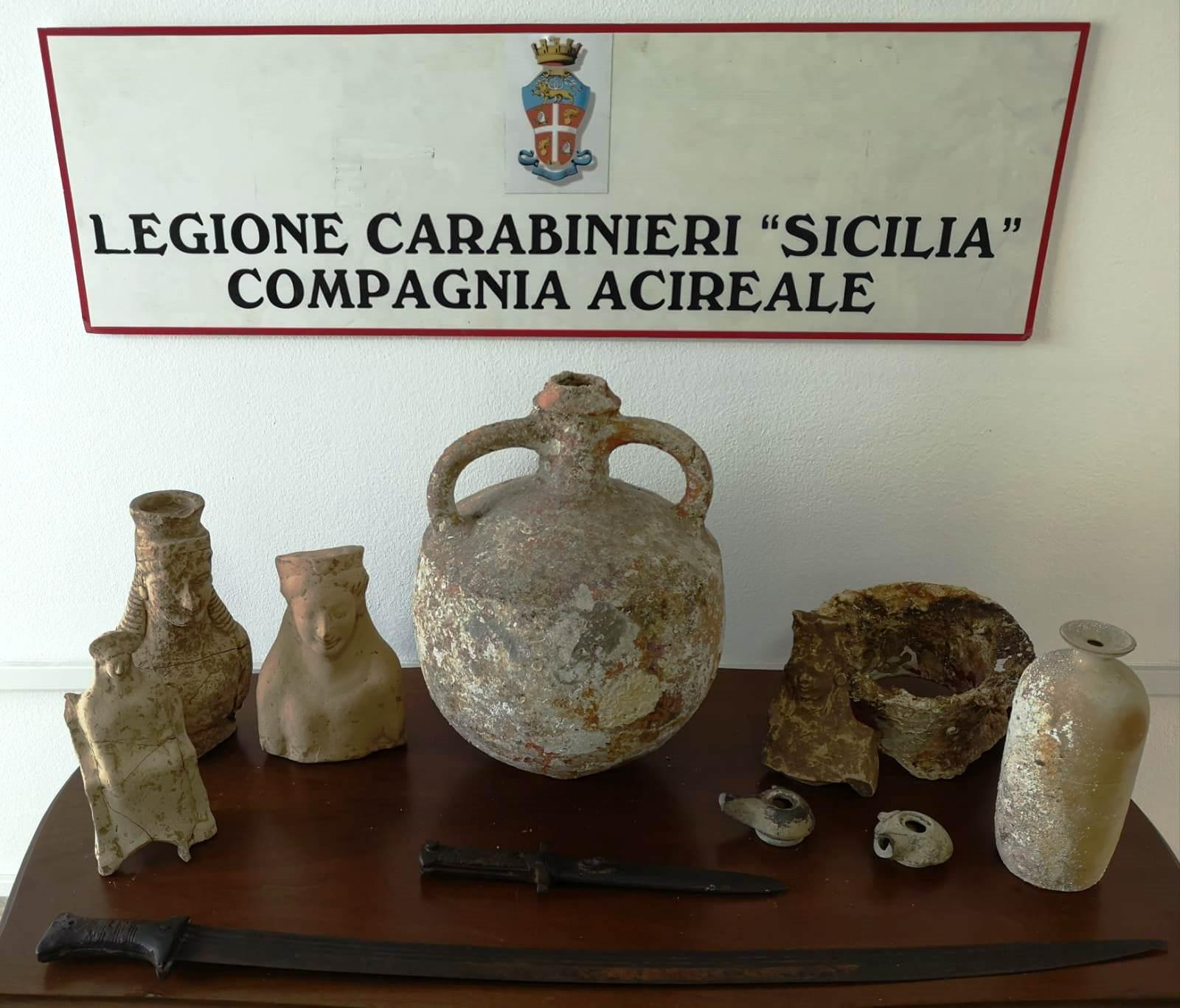 Beni culturali in casa di un pregiudicato ad Aci Catena: recuperati