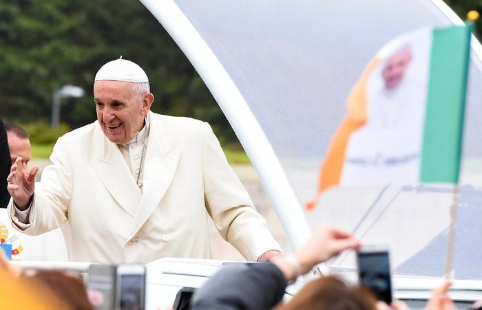 Pedofilia, attacco al Papa, Bergoglio: si commenta da sè